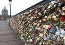Gia đình - Tình yêu - Sập cầu tình yêu ở Pháp do treo quá nhiều ổ khóa