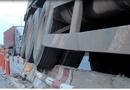 Tin trong nước - TP.HCM: Tài xế lạc tay lái, xe container cày nát dãy phân cách