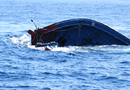 Tin trong nước - Tàu cá bất ngờ bị chìm, 13 ngư dân may mắn thoát chết