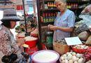 Thị trường - Giá xăng dầu giảm mạnh, giá thực phẩm vẫn rục rịch tăng
