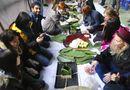 Gia đình - Tình yêu - Sinh viên nước ngoài gói bánh chưng vui Tết với người khuyết tật