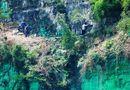 Kinh doanh - Đại gia chơi trội: Sơn xanh cả ngọn núi để... hợp phong thủy