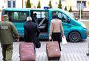 Tin thế giới - Chồng 'đóng gói' vợ vào vali để du lịch EU
