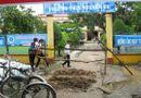 Tin trong nước - Rào cổng trường học để đòi Uỷ ban huyện giải quyết việc khiếu kiện