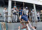 Tin trong nước - Tàu cá Tiền Giang cứu 22 ngư dân Philippines gặp sự cố trên biển