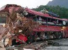 Tin trong nước - Hiện trường thảm khốc vụ xe tải đâm xe khách khiến 34 người thương vong tại Hòa Bình
