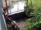 Tin trong nước - Cận cảnh những thùng dầu thải gây ô nhiễm nguồn nước sông Đà những ngày qua