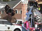 """Tin thế giới - Kinh hoàng chiếc Porsche """"bay"""" đâm thủng tường nhà, 2 người chết tại chỗ"""