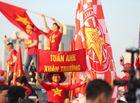 """Bóng đá - CĐV Việt Nam nhuộm đỏ """"chảo lửa"""" Mỹ Đình trước giờ bóng lăn"""