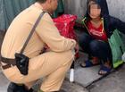 Việc tốt quanh ta - CSGT Hà Nội giúp đỡ bé gái 13 tuổi đói lả ở bến xe