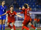 Bóng đá - Tuyển nữ Việt Nam tiếp tục tạo kì tích, bảo vệ HCV sau trận đấu nảy lửa trước Thái Lan