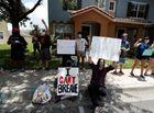 Tin thế giới - Thành phố Mỹ áp lệnh giới nghiêm sau vụ sĩ quan cảnh sát đè chết người da màu