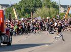 Tin thế giới - Hình ảnh xe bồn chở dầu lao vào đám đông biểu tình ở Mỹ