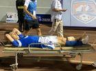 Thể thao - Tiền vệ CLB Quảng Ninh phải rời sân đi cấp cứu sau pha gãy chân