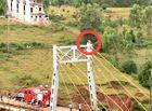 Tin trong nước - Thanh niên trèo lên cầu dây văng định tự tử vì bị cha vợ mắng quá nhiều