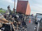 """Tin trong nước - Hai xe container """"đấu đầu"""", bốc cháy dữ dội trên cao tốc TP.HCM - Trung Lương"""