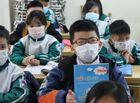 """Chuyện học đường - Học sinh Hà Nội ngày đầu trở lại trường sau """"kỳ nghỉ Tết dài"""", đeo khẩu trang cả khi ngồi trong lớp"""