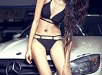 """Mercedes-Benz C63 AMG """"chết lặng"""" bên chân dài diện bikini - Ảnh thứ 5"""
