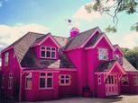 """Khám phá nhà khách được mệnh danh là """"thiên đường màu hồng""""  - Ảnh số 1"""