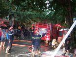 Cứu sống 1 phụ nữ mắc kẹt trong căn nhà bốc cháy tại TP.HCM