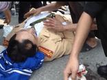 Thạc sĩ say rượu, hung hăng đánh Cảnh sát giao thông