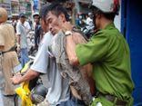 Thiếu tá cảnh sát bị chém đứt gân tay vẫn đuổi bắt cướp