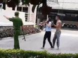 Công an lý giải việc phải nổ súng sau khi cô gái thoát khỏi kẻ khống chế
