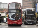 Truy tìm 6 kẻ tấn công tình dục bé gái 12 tuổi ngay trên xe buýt ở Anh