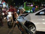 Tin tức tai nạn giao thông mới nóng nhất hôm nay 20/5/2019: Xe buýt tông taxi công nghệ