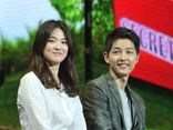 Song Joong Ki khó chịu khi bị hỏi về ly hôn, Song Hye Kyo lặng lẽ xem ảnh chồng cũ