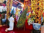 Đàm Vĩnh Hưng bất ngờ mang lễ 'độc' đến cúng Tổ
