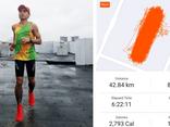 Điều ít biết về người Việt đầu tiên chạy marathon hơn 42 km trên sân thượng chung cư