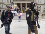 Người Mỹ mang súng đi biểu tình, phản đối giãn cách xã hội