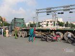 Tin tai nạn giao thông mới nhất ngày 23/8/2020: Người đàn ông bị container cán tử vong giữa giao lộ