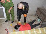 Vụ vợ bị sát hại, để lại 3 con cho chồng mù lòa: Hình ảnh nghi phạm 15 tuổi thực nghiệm hiện trường