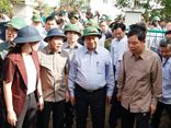 Thủ tướng thị sát, chỉ đạo khắc phục hậu quả bão lũ