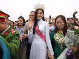Hoa hậu Đỗ Thị Hà được chào đón nồng nhiệt khi trở về quê nhà Thanh Hóa