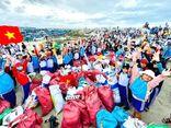 Hơn 8.600 người tham gia dọn sạch rác thải trên bờ biển Ninh Thuận