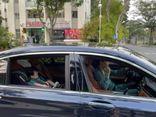 Đàm Thu Trang lái xe sang chở
