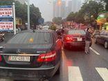 Tin tức thời sự mới nhất hôm nay 2/3: 2 xe Mercedes E300 biển số