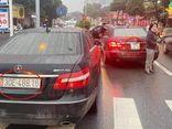 Tin tức thời sự mới nóng nhất hôm nay 5/3: Thông tin mới vụ 2 xe sang Mercedes E300 có biển số