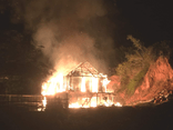 Nghịch tử cầm dao đuổi chém, châm lửa đốt nhà bố mẹ vì không xin được tiền