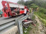 Đi xe máy tông vào taluy đèo Hải Vân, nam thanh niên rơi xuống vực sâu 30m