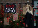 Phẫn nộ vấn nạn giáo viên nữ bị quấy rối bởi chính học trò, phản ứng của nam đồng nghiệp càng gây sốc