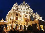Điểm lại những tòa lâu đài mạ vàng gây choáng ngợp của các đại gia tỉnh lẻ