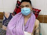 Khắc Việt chấn thương nặng ở cả hai tay, đang được cấp cứu tại bệnh viện