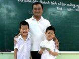 Nhặt được gần 30 triệu đồng, hai học sinh lớp 1 trả lại người đánh mất