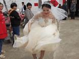Tin tức đời sống ngày 2/5: Phấn khích vì thoát ế, cô dâu có hành động làm ai nấy phì cười