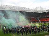 Bóng đá - Hàng trăm CĐV tràn vào sân biểu tình khiến đại chiến Man Utd và Liverpool phải tạm hoãn