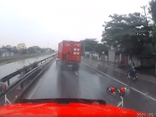 Video - Video: Xe container mất lái, liên tục